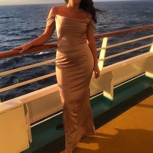 Dresses & Skirts - • f i t t e d  f o r m a l  g o w n •